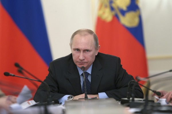 Russia's President Vladimir Putin (R) chairs a session of the Economic Council Presidium at the Novo-Ogaryovo state residence outside Moscow, January 30, 2014.