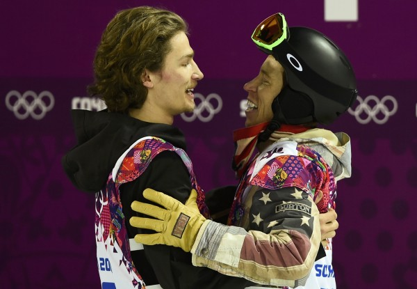 Shaun White of the U.S., right, congratulates Switzerland's Iouri Podladtchikov during the men's snowboard halfpipe final event at the 2014 Sochi Winter Olympic Games, in Rosa Khutor February 11, 2014.