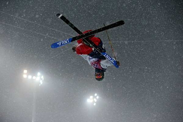 David Wise of the US skis on his way to a gold medal in the men's ski halfpipe at Rosa Khutor Extreme Park during the Winter Olympics in Sochi, Russia, on Tuesday.
