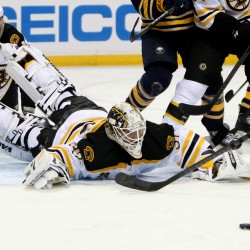 Bruins edge Sabres, extend win streak to 10