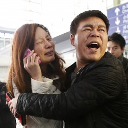 Malaysia Airlines loses contact with plane carrying 239 people