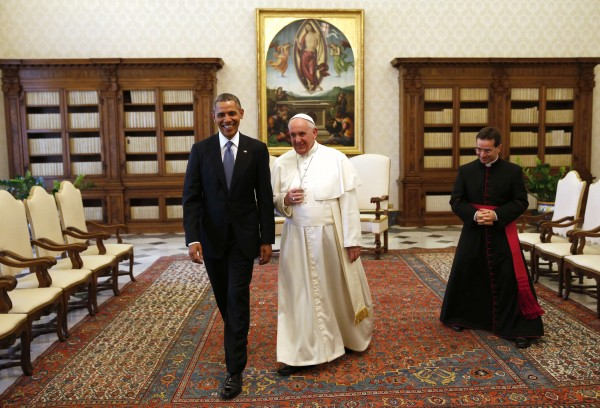 President Barack Obama walks with Pope Francis during their meeting at the Vatican March 27, 2014. Obama highlighted growing gaps between rich and poor ahead of his first meeting on Thursday with Pope Francis, an event that was expected to focus on the fight against poverty and skirt moral controversies over abortion and gay rights.