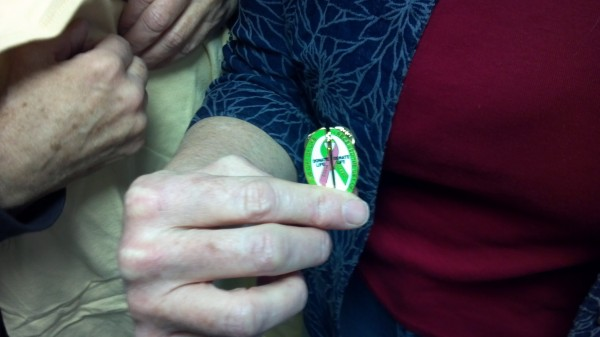 Kidney donor and recipient received pins that fit together and read &quotI gave the Gift of Life&quot and &quotI received the Gift of Life.&quot