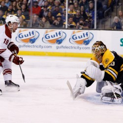 Horton scores two goals to lead Bruins past Jets