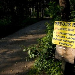 Dispute over public access to private Harpswell beach ramps up