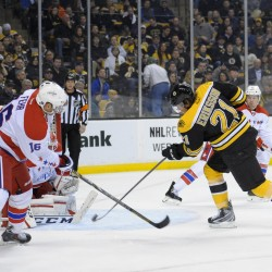 Iginla, Bruins keep on rolling; clinch Atlantic Division title