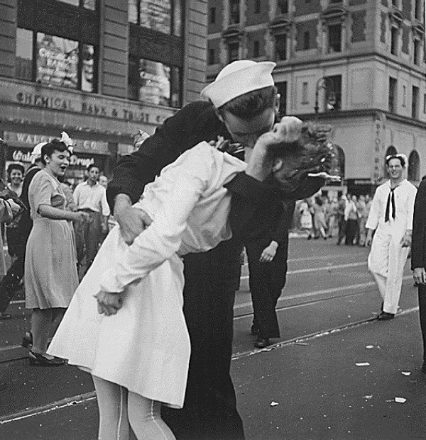 Sailor Glenn Edward McDuffie kisses a nurse in Times Square in an impromptu moment after the surrender of Japan was announced in New York on Aug. 14, 1945. McDuffie has died in Texas at the age of 86, the Houston Chronicle reported Friday.
