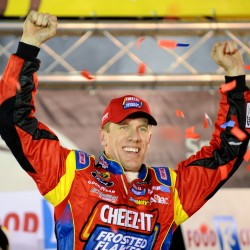Matt Kenseth pulls away late, wins at Dover