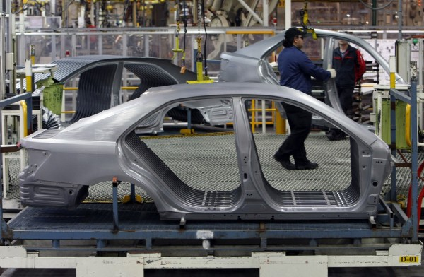 An auto worker loads bodyshells of a Toyota Camry Hybrid car onto the assembly line at the Toyota plant in Melbourne in this August 31, 2009 file photograph.