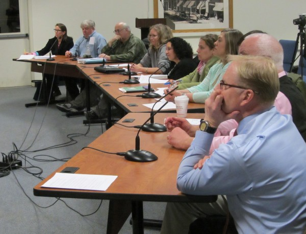 Leaders of the art community met Wednesday night with Rockland City Councilors to draw up a plan on how to deal with displays of art on public property.