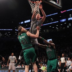 Pierce triggers run, helps Celtics beat Nets 89-70