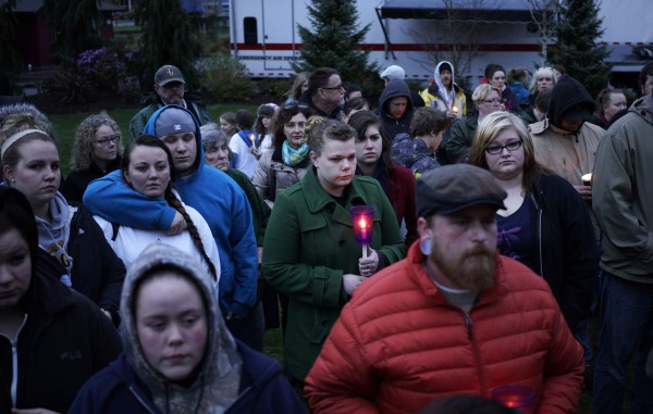 People attend a candlelight vigil for mudslide victims in Arlington, Washington March 25, 2014. The likely death toll from a devastating weekend landslide in Washington state rose to 24 on Tuesday after rescue workers recovered two bodies and believed they had located eight more, the local fire chief said.
