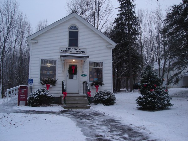 Simpson Memorial Library at Christmastime.