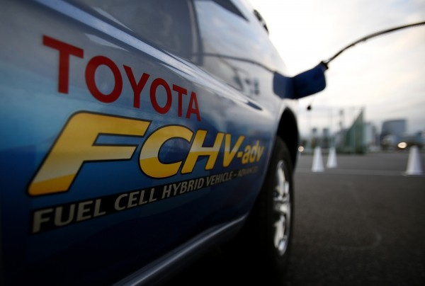 A hydrogen nozzle is plugged into a Toyota Fuel Cell Hybrid Vehicle during the Toyota Advanced Technologies media briefing in Tokyo in this October 10, 2013 file photo. Toyota Motor Corp will in 2015 launch a hydrogen-powered car in the United States, Japan and Europe.