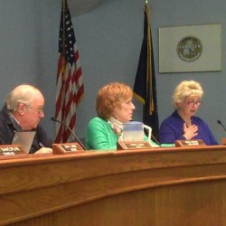 Hampden councilors argue whether to start meetings with Pledge of Allegiance