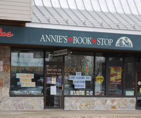 Once part of a chain of franchises, Annie's Book Stop opened 30 years ago on Forest Avenue in Portland. It closed Saturday, selling paperbacks for $1 a bag.