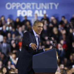 Obama raises minimum wage for federal contractors