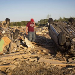 Tornadoes rip through South; deaths climb to 214