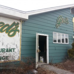 Waldoboro couple rolls out plan to bring bowling to shuttered Belfast restaurant building