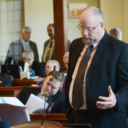 Senate upholds LePage veto of solar energy bill