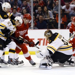 Howard, Nyquist propel Red Wings past Blackhawks