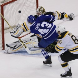 Bruins use three-goal second period to rip Maple Leafs