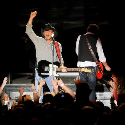 Country music star McGraw to perform concert on waterfront