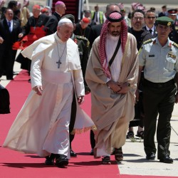 Pope weaves through Mideast obstacle course as visit ends