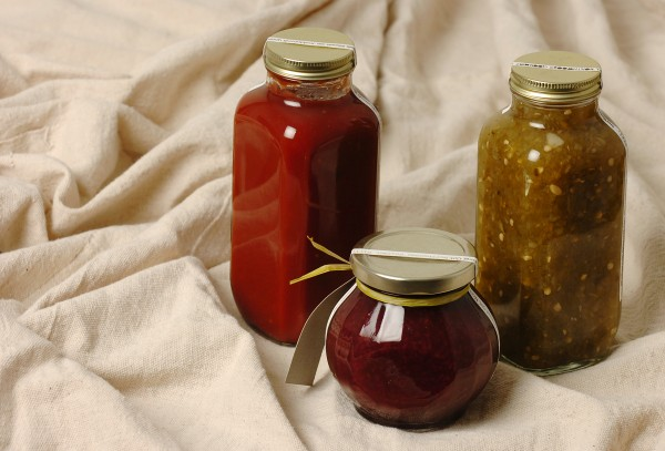 Feethy offers products such as country ketchup, raspberry rhubarb jam and jalapeno relish.