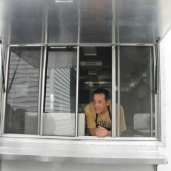 Rain or snow, mobile food entrepreneurs keep on truckin'