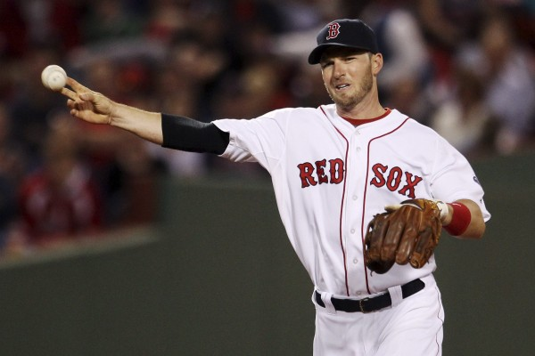 Stephen Drew re-signed with the Boston Red Sox on Tuesday after having been without a job since the team's World Series championship last October.