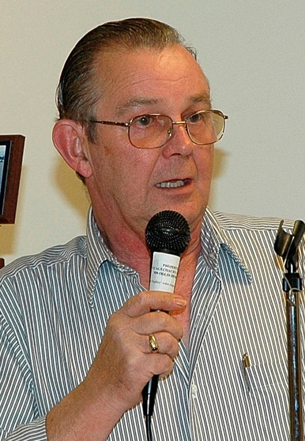 Del Merritt, owner of Speedway 95, addresses the track's awards banquet in 2008.