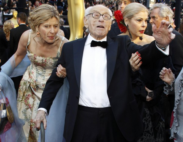 Honorary Oscar winner Eli Wallach arrives at the 83rd Academy Awards in Hollywood, California, in this February 27, 2011 file picture.