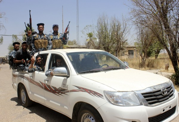 Iraqi security forces and volunteers, who have joined the fight against the predominantly Sunni militants from the radical Islamic State of Iraq and the Levant (ISIL), take part in a patrol on the outskirts of the town of Udaim in Diyala province, June 22, 2014.