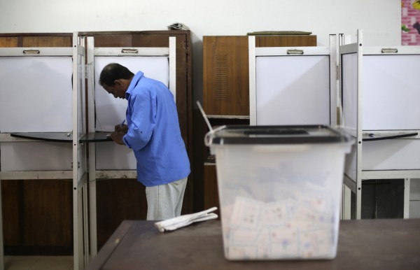 A voter casts his ballot in a polling station near the Saladin Citadel on the third day of voting in the Egyptian presidential election in Cairo, May 28, 2014.