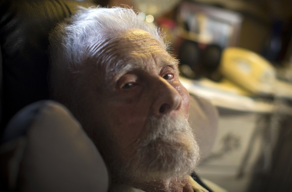 111-year-old Alexander Imich, the world's oldest living man, poses for a photograph during an interview with Reuters at his home on New York City's upper west side in this May 2014 file photo. Imich died Sunday, said Marcy Levitt, executive director of Esplanade Manhattan.