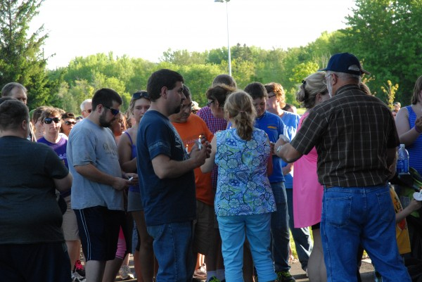 More than 400 people attended the Sunday night memorial walk and candlelight vigil for Amy Theriault who was shot and stabbed last week, allegedly by her longtime boyfriend.