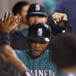 Drew's RBI single in 15th lifts Red Sox by Mariners