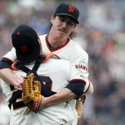 Lincecum, Giants top Reds to tie NLDS at 2-2