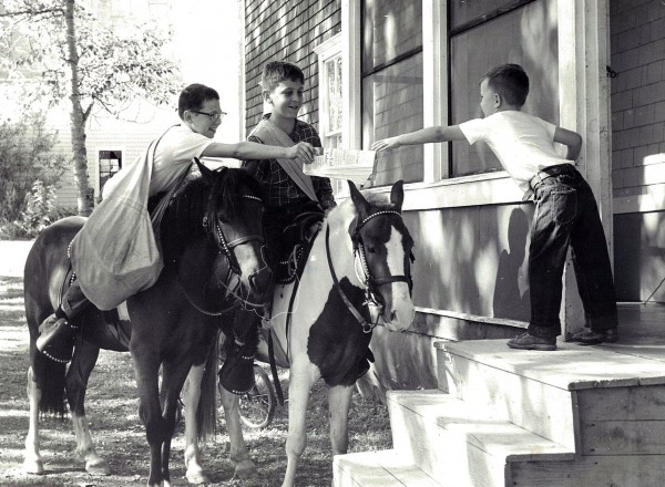 1959: Children deliver the BDN via pony