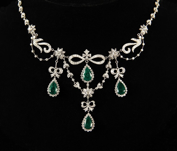 18K white gold, diamond and emerald necklace that brought $28,750 at Thomaston Place Auction Galleries