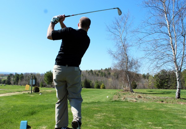 Danny White tees off for Pine Tree Hospice