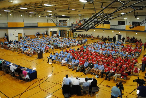 SOUTH PORTLAND, Maine -- 07/09/14 -- More than 400 people gathered at the South Portland Community Center gymnasium Wednesday night, July 9, when the City Council gave preliminary approval to legislation that would ban tar sands from the city's waterfront.