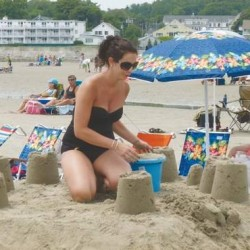 Arundel woman wins NH beach talent contest
