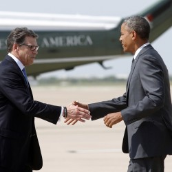 Obama presses Texas Governor Perry for support on border crisis