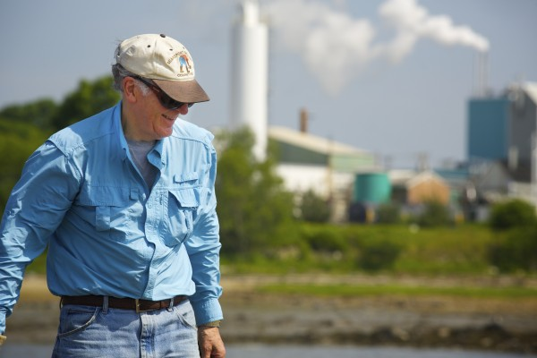 Bob Ramsdell, chairman of the Searsport Shellfish Management Committee, looks for clams in an area that a federal agency looked into after claims that there is significant pollution in the area adjacent to the GAC Chemical Corp. plant.