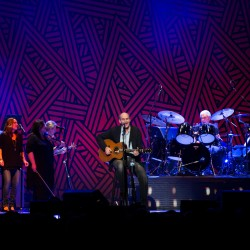 James Taylor, famous friends fete Carnegie Hall