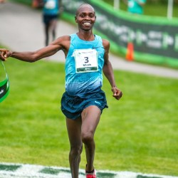Kenyans Kogo, Chepkirui win TD Beach to Beacon 10K road race