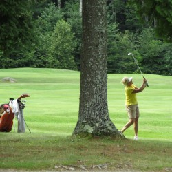 Thomaston's Jones grabs 3-stroke lead at 94th Maine Amateur golf tourney