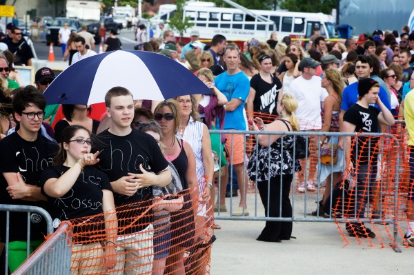 Hundreds of hopeful contestants and well-wishers on Wednesday crowd the Maine State Pier in Portland, where American Idol held auditions all day.